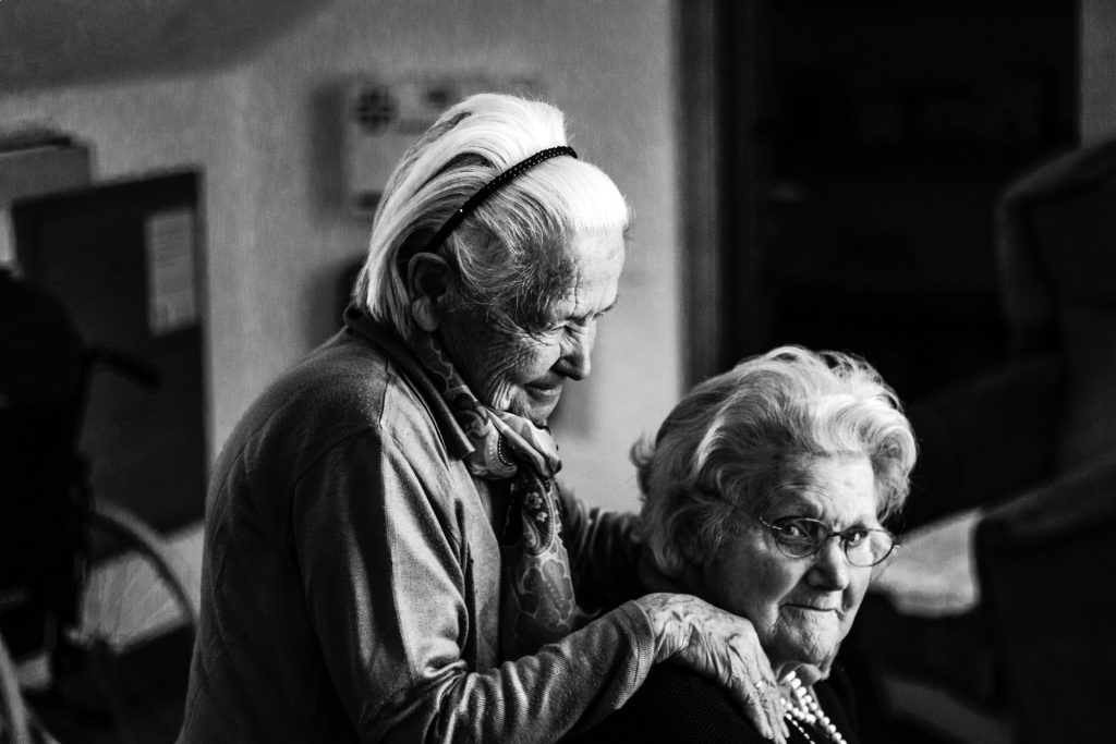 deux personnes âgées